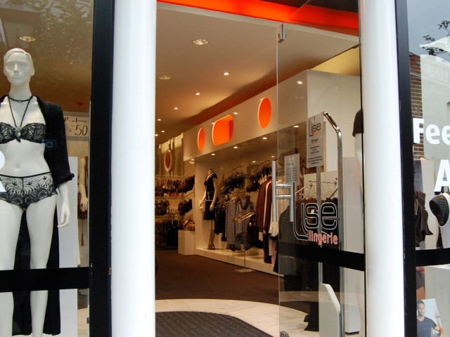 Lingerie winkel op maat herman thijs interieurbouw for Interieur hermans