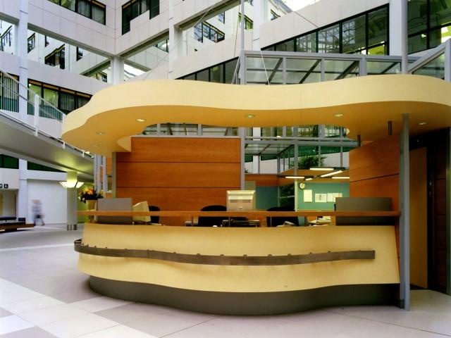 Ziekenhuis interieur herman thijs interieurbouw for Interieur hermans