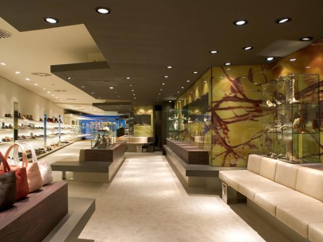 Interieur schoenenwinkel herman thijs interieurbouw for Interieur hermans
